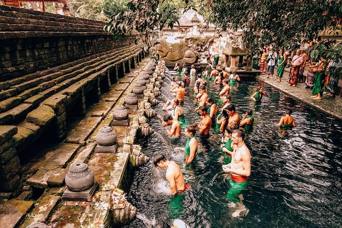 HOLY TOUR - Gunung Kawi & Tirtha Empul Tour