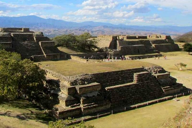 Private Family Tour to Visit Monte Albán, Alebrijes and Barro Negro