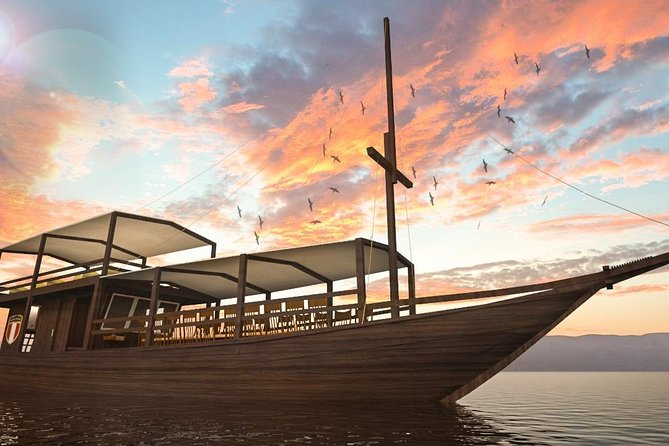 Sunset dining Cruise Komodo island: Rinca island,Kelor,Menjerite & Kalong island