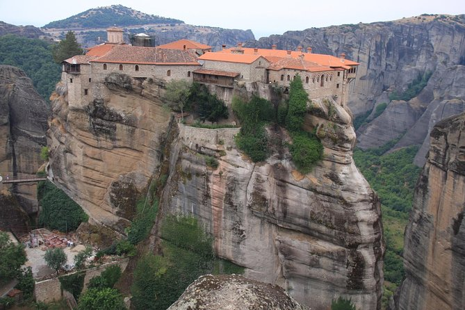 2 Day Private Tour in Delphi, Museum of Thebes & Monasteries of Meteora