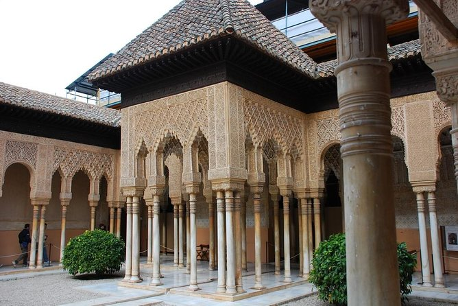 Alhambra: Nasrid Palaces & Generalife Ticket with Audioguide