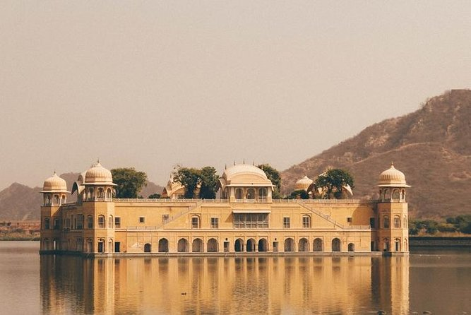Private overnight tour of jaipur with car and driver