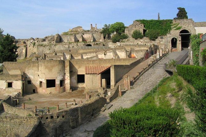 the splendour of Pompeii ruins with pompeii guide