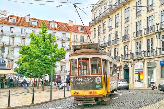 Visit the old city of Lisbon (with private car, transportation, and Japanese guide)