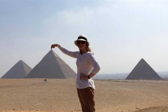private guided day tour to Cairo from hurghada by private coach.special day