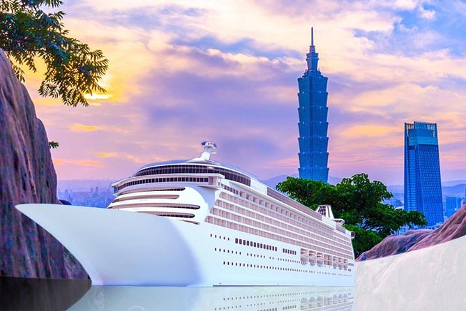 Keelung Shore Excursion: Xiangshan Hiking & Classic Taipei Culture Private Tour
