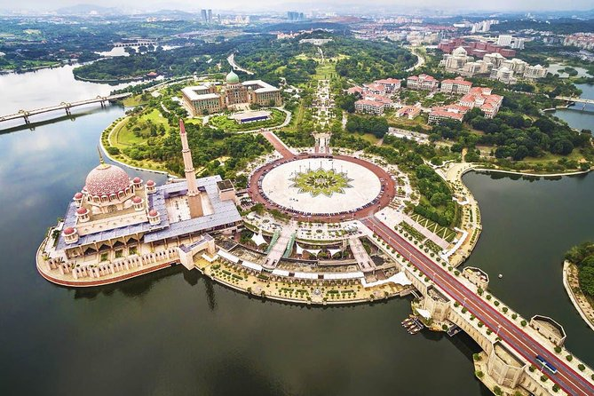 Private Tour : Putrajaya with Traditional Sailing Boat Ticket