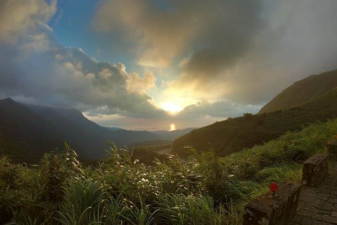 Private Taipei Sunrise Tour in Yangmingshan National Park photo 9