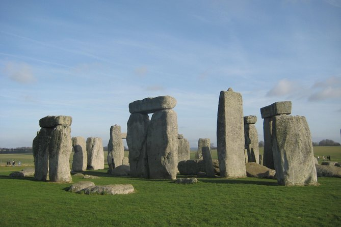 Luxury Private Vehicle Day Hire from & to London via Stonehenge & Windsor Castle