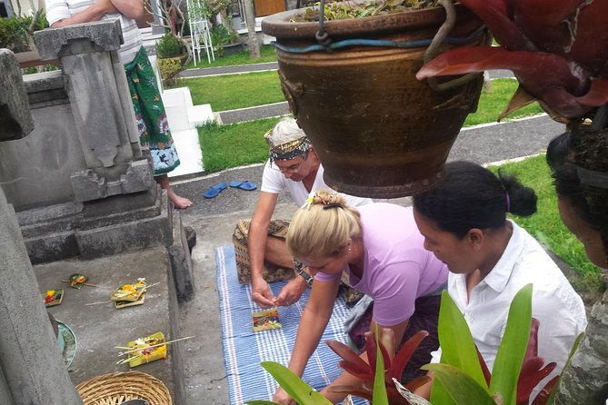 Balinese Offering Making Class & Sightseeing Private Tour