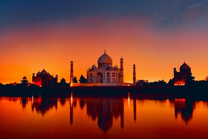 Private Taj Mahal Tour by Luxury Car with 5 Star Lunch and Entrance fee