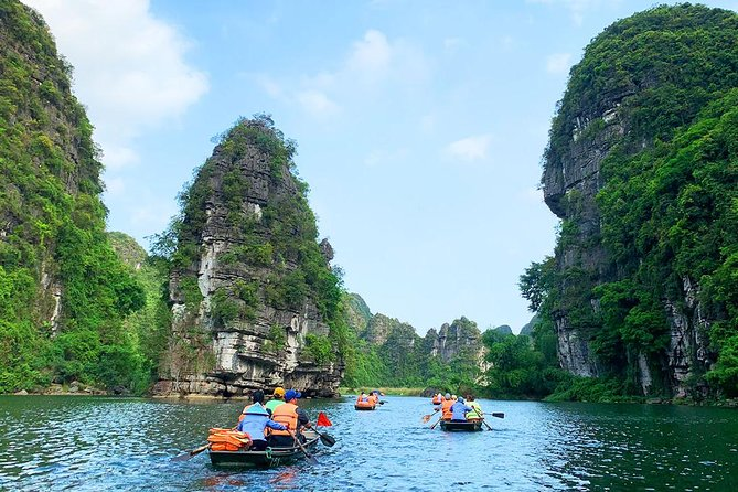 From Hanoi: Explore Beautiful Hoa Lu Ancient Capital & Trang An Scenic Landscape