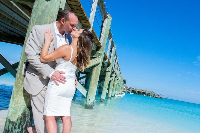 Private Photo Session with a Local Photographer in Bahamas