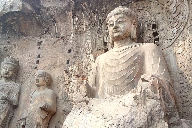 Private day tour to Longmen grottoes and White house temple start in Zhengzhou