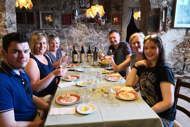 Private and exclusive wine tour in the beautiful hills of Lucca. Wine tasting.