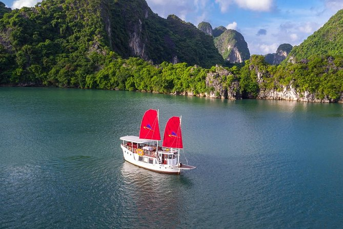 V.I.P Halong Bay Full Day With Private Boat - Max 7 Pax With Transfer From Hanoi