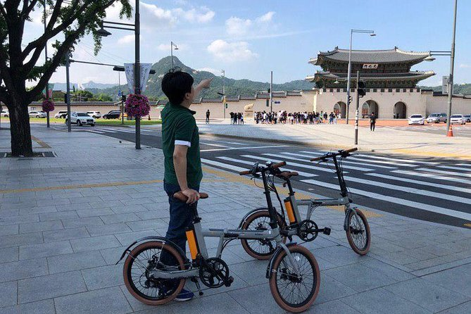 3 Hours Central Seoul Riding Tour with E-Bikes photo 3