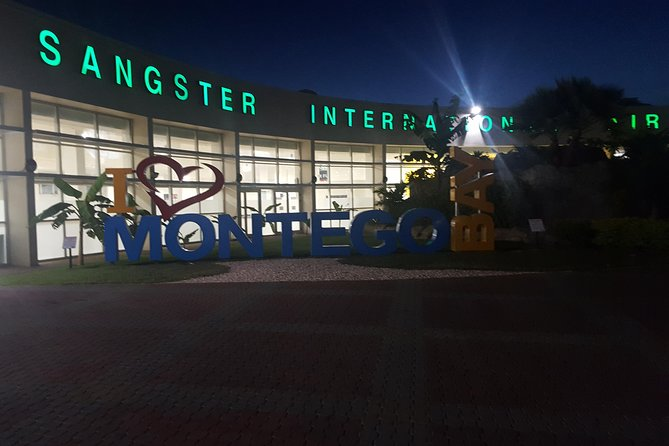 Montego Bay Airport Transfer to Ocho Rios and Runnaway Bay Hotels(One Way)