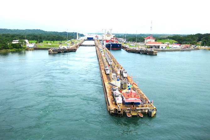 Monkey's island and Gatun lake, Canal locks