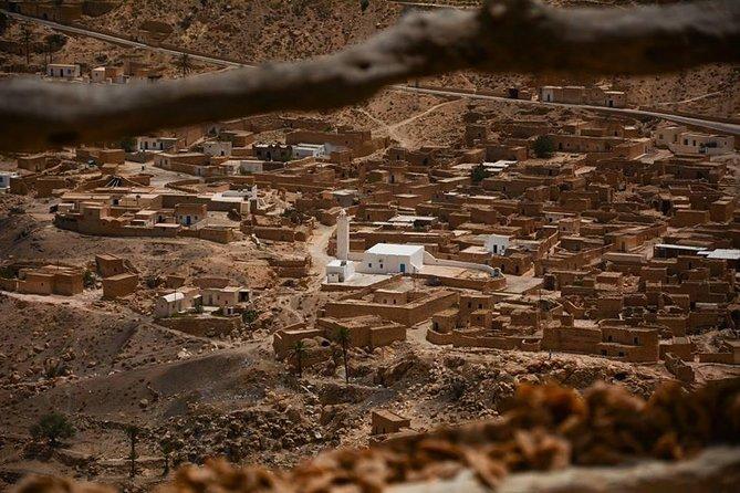 Ksar Ghilane 1 día: las aguas termales y la casa de familia