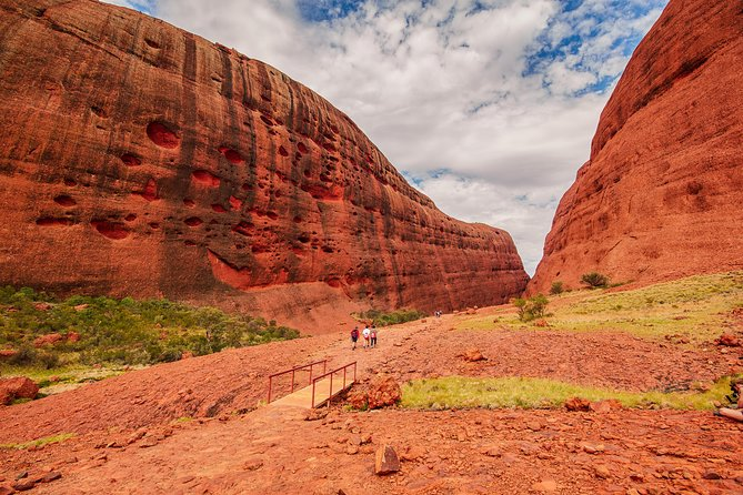 Kata Tjuta Sunrise and Valley of the Winds Half-Day Trip