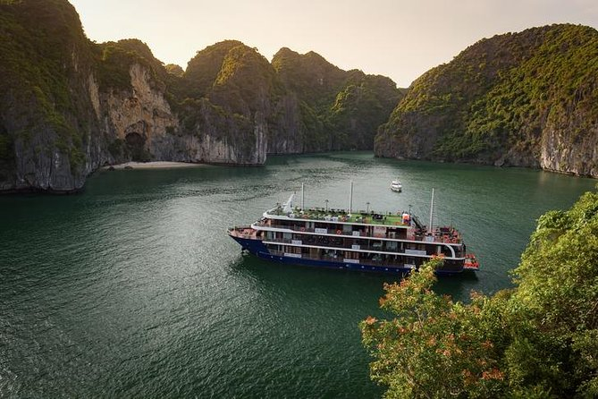Halong - Lan Ha La Pandora 4 star Cruises 2days/1night ( Less Touristic Area )