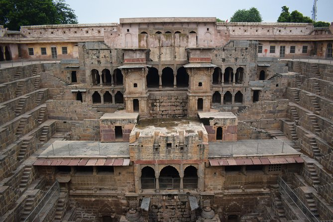 Private Transfer To Jaipur Via Fatehpur Sikri And Abaneri