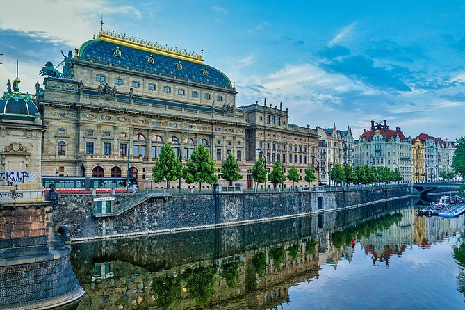 Private Scenic Transfer from Berlin to Prague with 4h of Sightseeing