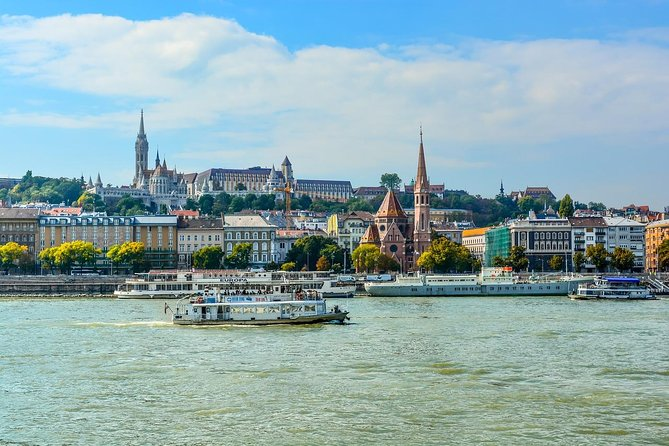 Private Scenic Transfer from Vienna to Budapest with 4h of Sightseeing