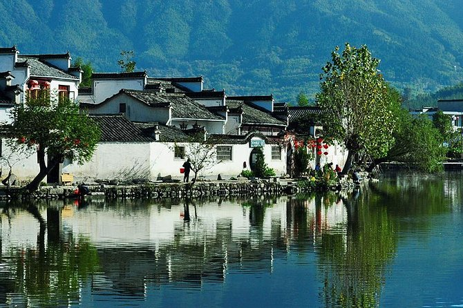 Private tour to Hongcun village and Tunxi old town with Lunch from Huangshan