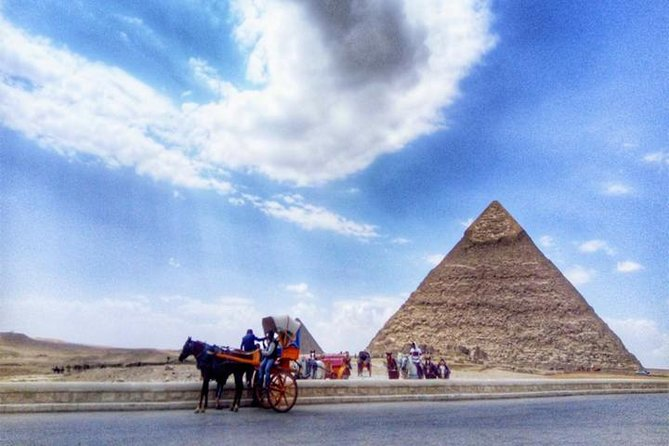 Half Day Tour to Giza pyramids by horse carriage photo 3