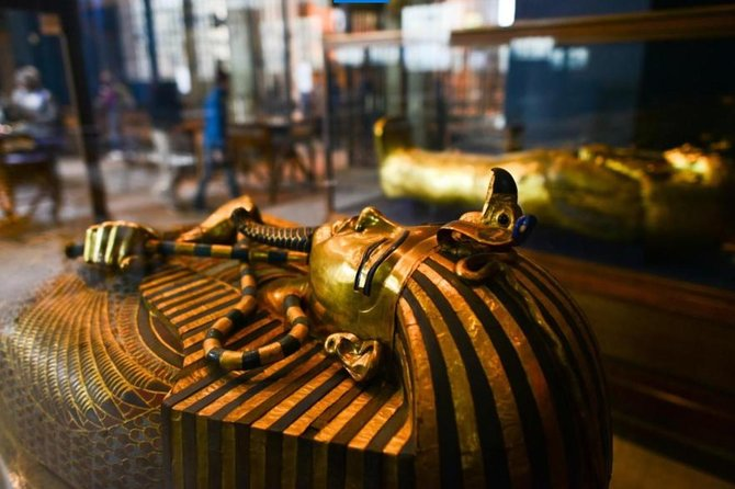 Private Tour to the Egyptian Museum and tour to the famous old arts of Egypt