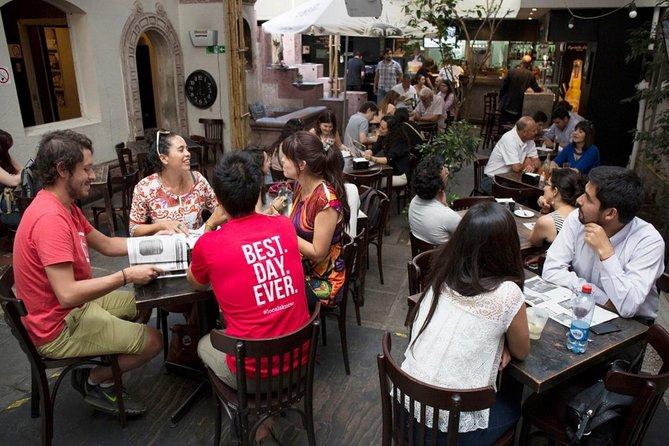 Excursão pela vida noturna de Santiago, com jantar e bebidas