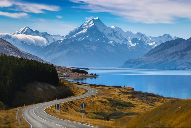 Christchurch to Wanaka via Mount Cook Sightseeing Tour: One-Way