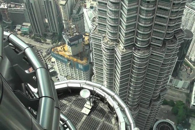 Kuala Lumpur 16 Attractions City Tour with Petronas Twin Tower Entrance & Lunch