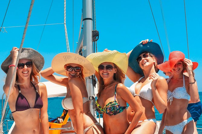 Day sail with food platter, seasonal fruits & drinks for up to 8 persons