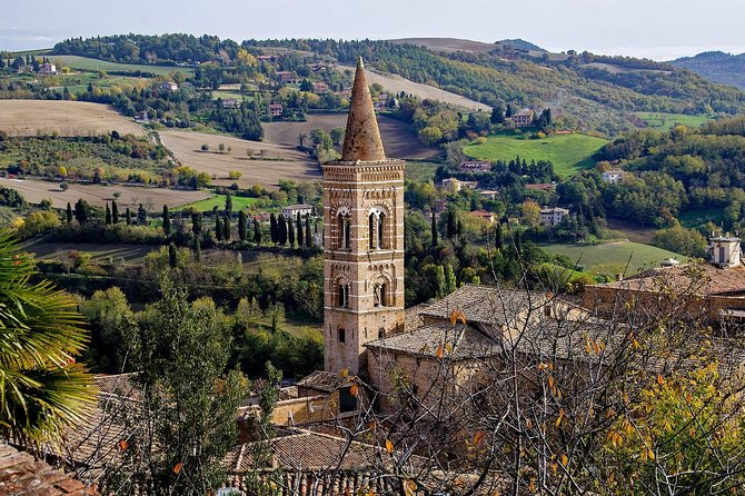 Private walking tour of Urbino with a local guide