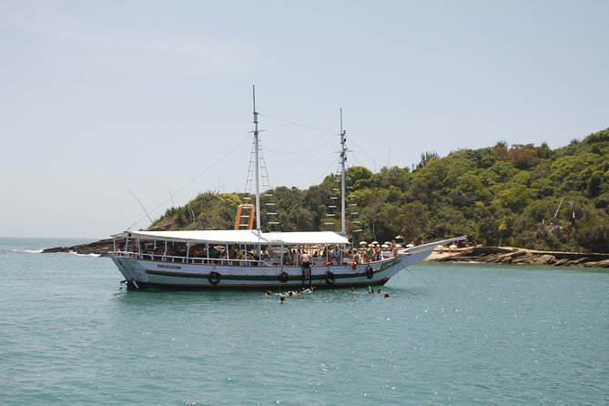 Búzios Full day: Boat and Trolley Tour with Lunch from Arraial do Cabo