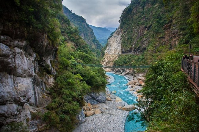 Private Tour: Taroko Gorge Day Tour From Taipei (English Speaking Driver)