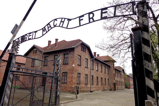 Excursão em Auschwitz-Birkenau saindo da Cracóvia e Concerto de música à noite com jantar em Klezmer