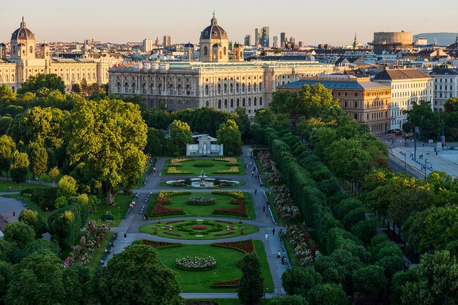 Exclusive Vienna Old Town Highlights Walking Tour (max. 10 persons)