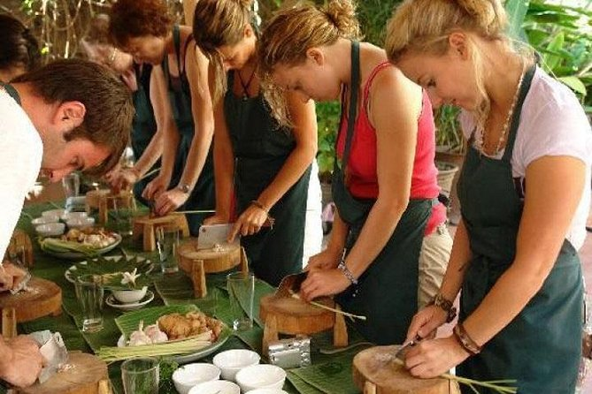 Halvdagstur i Thuy Bieu Eco-Village från Hue