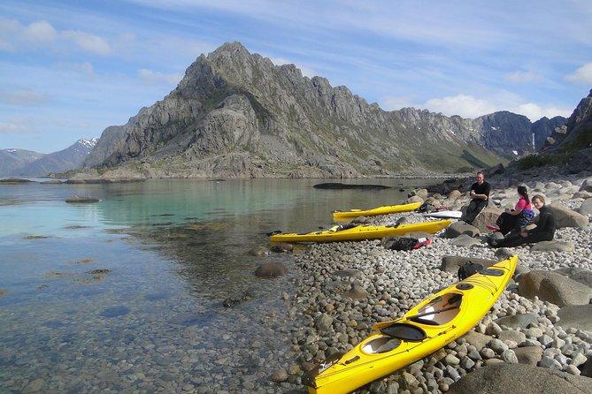 Kayak lungo la costa delle isole Lofoten