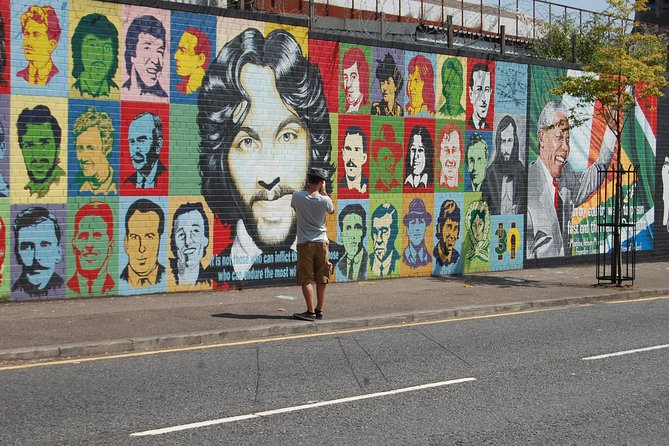 2-Hour Black Taxi Tour of Belfast's Murals and Peace Walls