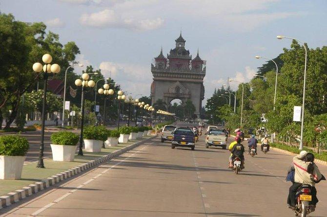 Traslado privado para llegadas: del aeropuerto Wattay de Vientiane al hotel