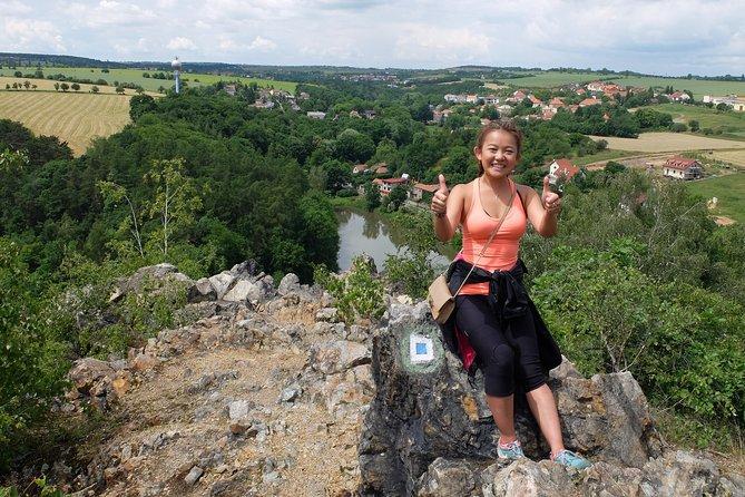 Excursión de medio día desde Praga: una caminata al Valle Silencioso con almuerzo en la cervecería tradicional Unetice