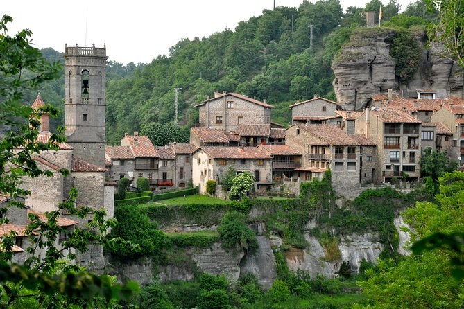Discover Medieval villages hiking through the Pyrenees