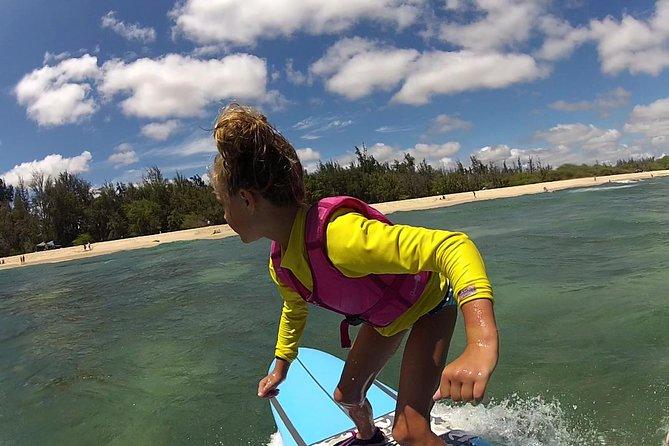 Clase de surf en grupo de dos horas: tres alumnos por instructor en Ala Moana