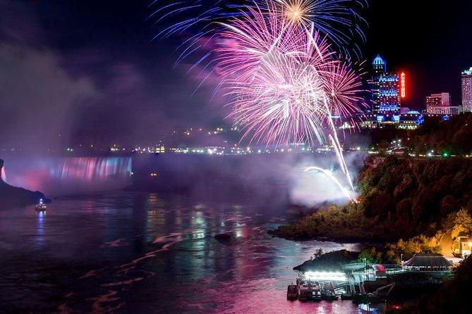 Tour dell'illuminazione delle cascate del Niagara con spettacolo serale di fuochi d'artificio e cena a buffet