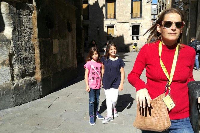 Kleine groepswandeltocht voor kinderen in het middeleeuwse Barcelona